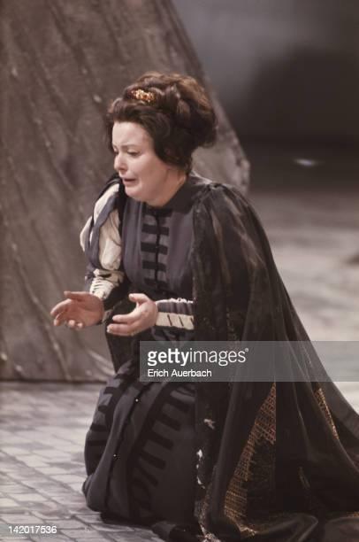 Welsh soprano Gwyneth Jones as Elisabetta in Verdi's opera 'Don Carlo' circa 1967