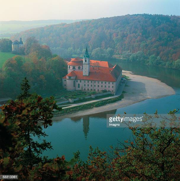 Weltenburg near Kehlheim on the Danube Lower Bavaria Benedictine monastery Exterior view of the monastery and the minster [Weltenburg bei Kehlheim an...