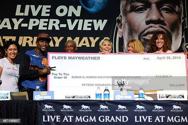 WBC welterweight champion Floyd Mayweather Jr stands with breast cancer survivors and Stephanie Kirby Susan G Komen's executive director for Southern...