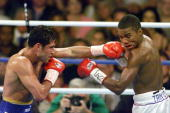 Welterweight champion Oscar de la Hoya of US lands a left to the face of IBF Welterweight champion Felix Trinidad of Puerto Rico during 5th round...