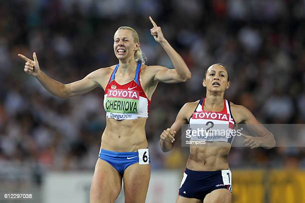 Weltmeisterin Siegerin world champion Tatyana Chernova RUS vor der zweiten Jessica Ennis GBR Siebenkampf Heptathlon IAAF Leichtathletik WM...