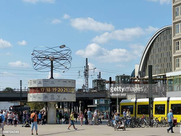Weltzeituhr Alexanderplatz in BerlinMitte