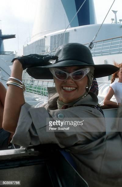 'Wencke Myhre in einem Sketch ARDShow ''Wencke voraus eine Bühnenshow mit Wencke Myhre auf hoher See'' am auf Kreuzfahrtschiff MS ''Norway'' in Miami...