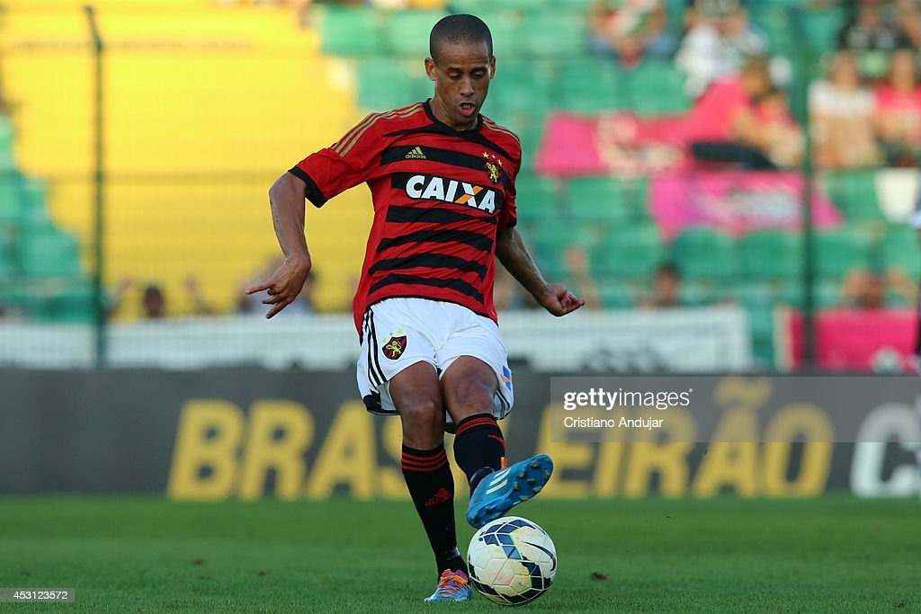 Wendel #17 of Sport in action during a match between Figueirense and Sport as part of Campeonato Brasileiro 2014 at Orlando Scarpelli Stadium on August 3, 2014 in Florianopolis, Brazil