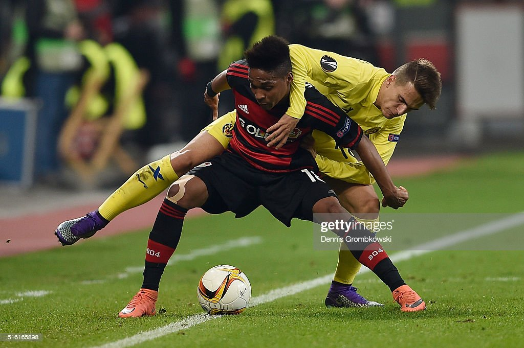 Wendell of Bayer Leverkusen battles with Denis Suarez of Villarreal during the UEFA Europa League round of 16, second leg match between Bayer Leverkusen and Villarreal CF at Bay Arena on March 17, 2016 in Leverkusen, Germany.