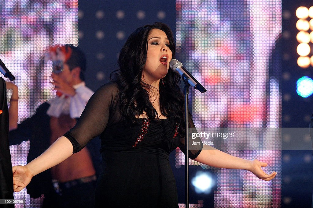 Wendolee performs during the 9th concert of the reality show 'Second Chance', of TV Azteca, at Churubusco Studies on May 23, 2010 in Mexico City, Mexico.
