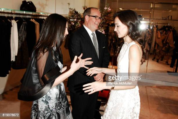 Wendy Kahn Ron Frasch and Olivia Chantecaille attend SAKS FIFTH AVENUE VALENTINO Host a Dinner to benefit SAVE VENICE at Saks Fifth Avenue on April...
