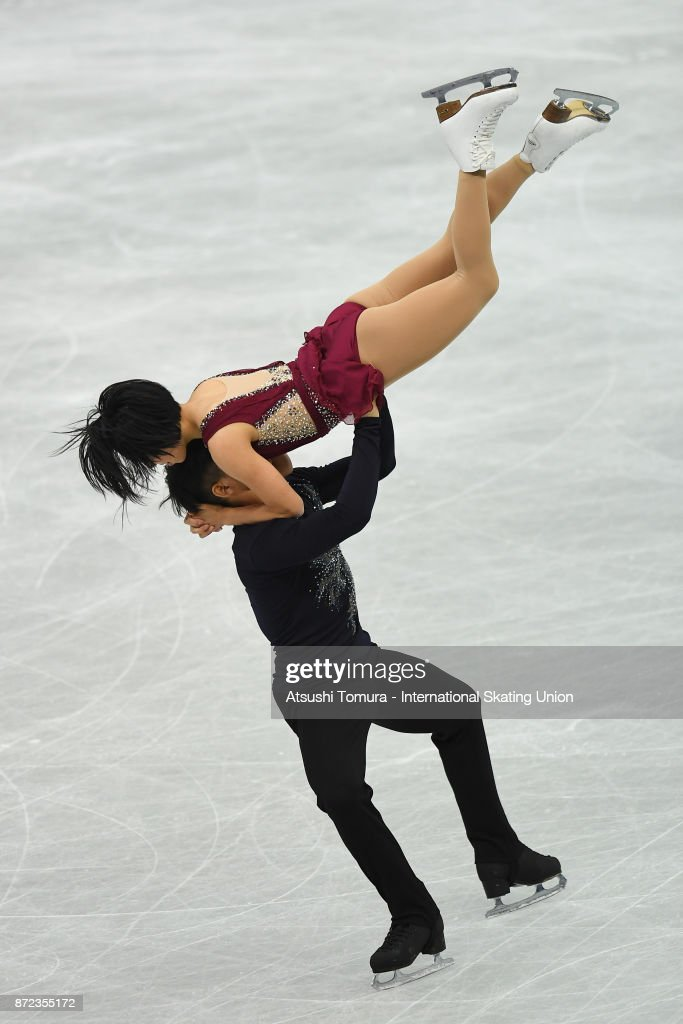 Вэньцзин Суй - Цун Хань / Wenjing SUI - Cong HAN CHN - Страница 11 Wenjing-sui-and-cong-han-of-china-compete-in-the-pairs-short-program-picture-id872355172