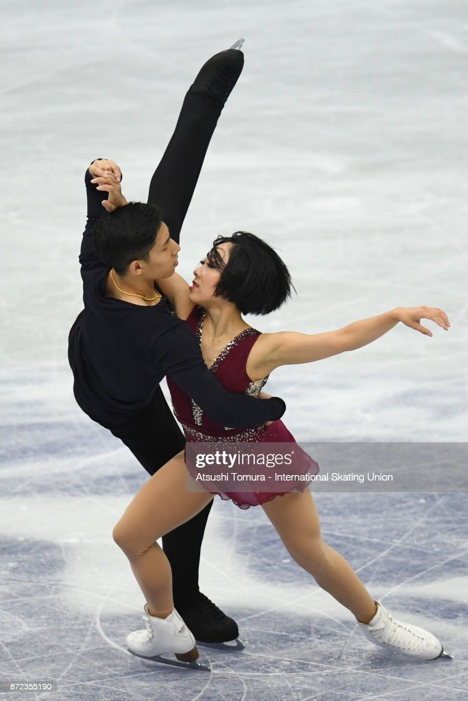 Вэньцзин Суй - Цун Хань / Wenjing SUI - Cong HAN CHN - Страница 11 Wenjing-sui-and-cong-han-of-china-compete-in-the-pairs-shrot-program-picture-id872355190