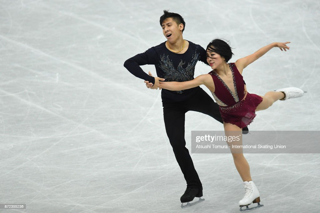 Вэньцзин Суй - Цун Хань / Wenjing SUI - Cong HAN CHN - Страница 11 Wenjing-sui-and-cong-han-of-china-compete-in-the-pairs-shrot-program-picture-id872355236