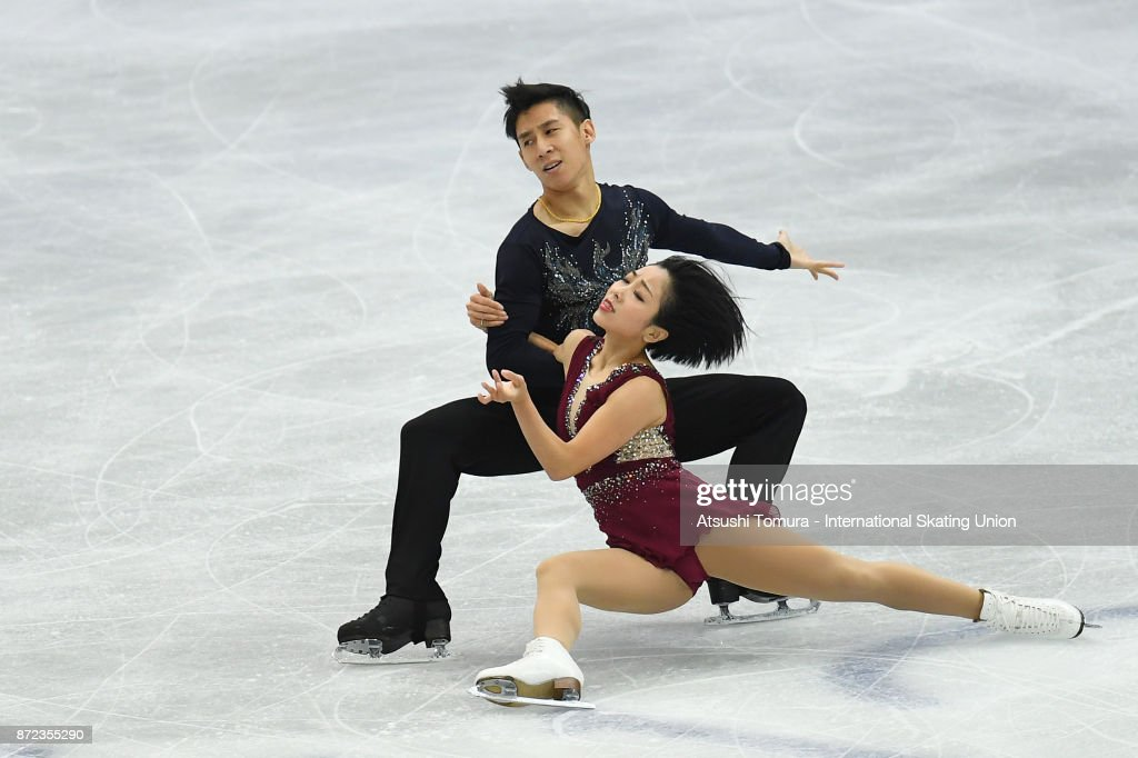Вэньцзин Суй - Цун Хань / Wenjing SUI - Cong HAN CHN - Страница 11 Wenjing-sui-and-cong-han-of-china-compete-in-the-pairs-shrot-program-picture-id872355290