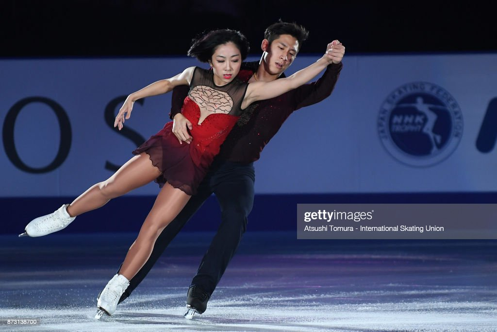 Вэньцзин Суй - Цун Хань / Wenjing SUI - Cong HAN CHN - Страница 11 Wenjing-sui-and-cong-han-of-china-perform-in-the-gala-exhibition-the-picture-id873138700
