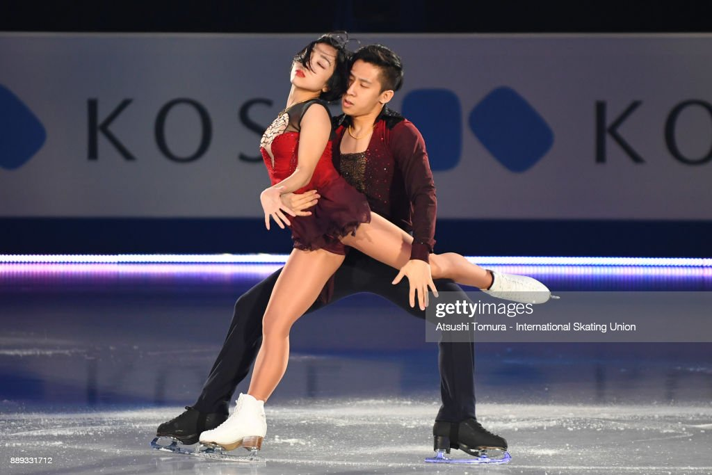 Вэньцзин Суй - Цун Хань / Wenjing SUI - Cong HAN CHN - Страница 12 Wenjing-sui-and-cong-han-of-china-perform-their-routine-in-the-gala-picture-id889331712
