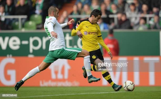 FUSSBALL 1 BUNDESLIGA SAISON SV Werder Bremen Borussia Dortmund Henrikh Mkhitaryan gegen Alejandro Galvez