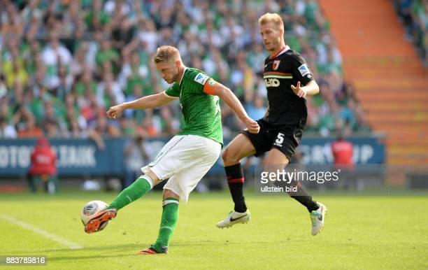 FUSSBALL 1 BUNDESLIGA SAISON SV Werder Bremen FC Augsburg Aaron Hunt gegen Ragnar Klavan