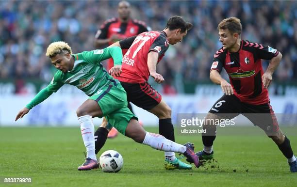 FUSSBALL 1 BUNDESLIGA SAISON SV Werder Bremen SC Freiburg Serge Gnabry gegen Nicolas Hoefler und Amir Abrashi