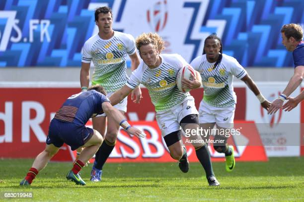 Werner Kok of South Africa runs with ball during the HSBC Paris sevens final match between Scotland and South Africa on May 14 2017 in Paris France