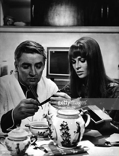 Werner Oskar * Schauspieler Oesterreich als Guy Montag mit Julie Christie in dem Film 'Fahrenheit 451' nach Ray BradburyRegie Francois Truffaut 1966