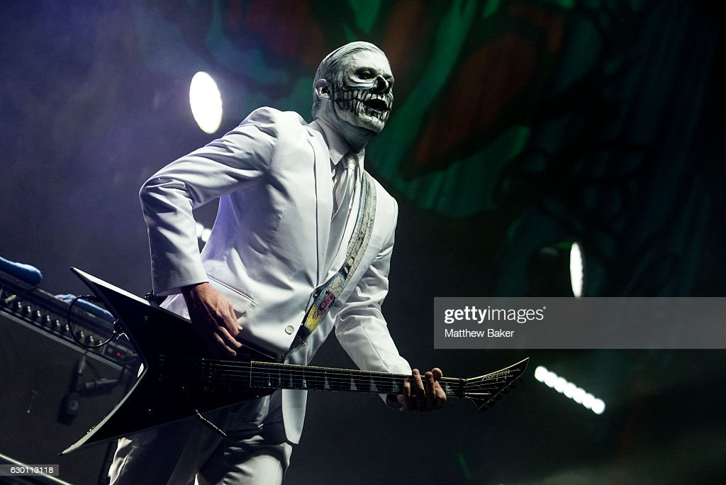 Wes Borland of Limp Bizkit performs on stage at the SSE Arena on December 16, 2016 in London, England.