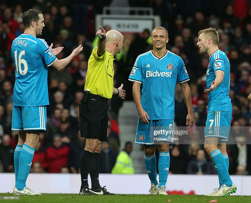 <a gi-track='captionPersonalityLinkClicked' href=/galleries/search?phrase=Wes+Brown+-+Voetballer&family=editorial&specificpeople=201876 ng-click='$event.stopPropagation()'>Wes Brown</a> of Sunderland is sent off by Referee Roger East during the Barclays Premier League match between Manchester United and Sunderland at Old Trafford on February 28, 2015 in Manchester, England.