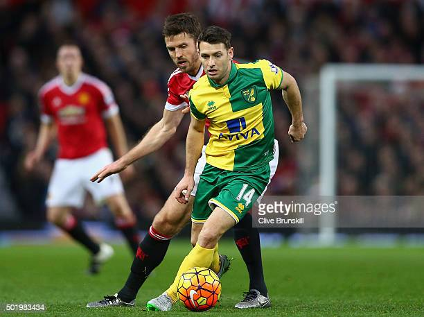 Wes Hoolahan of Norwich City and Michael Carrick of Manchester United compete for the ball during the Barclays Premier League match between...