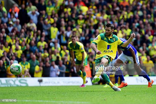 Wes Hoolahan of Norwich City scores their first goal from the penalty spot during the Sky Bet Championship Playoff semi final second leg match...