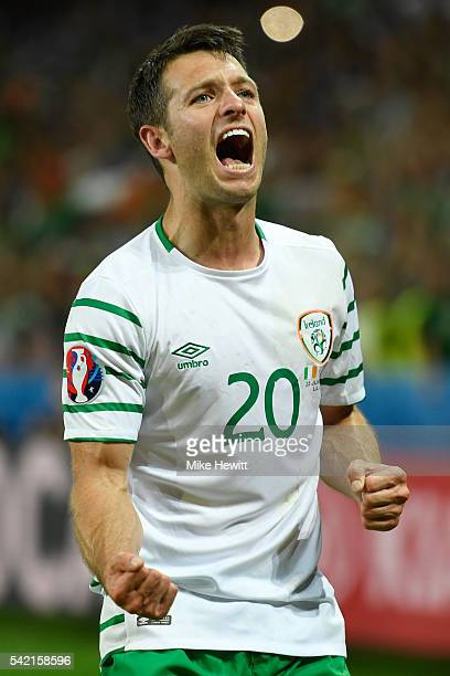 Wes Hoolahan of Republic of Ireland celebrates his team's 10 win in the UEFA EURO 2016 Group E match between Italy and Republic of Ireland at Stade...
