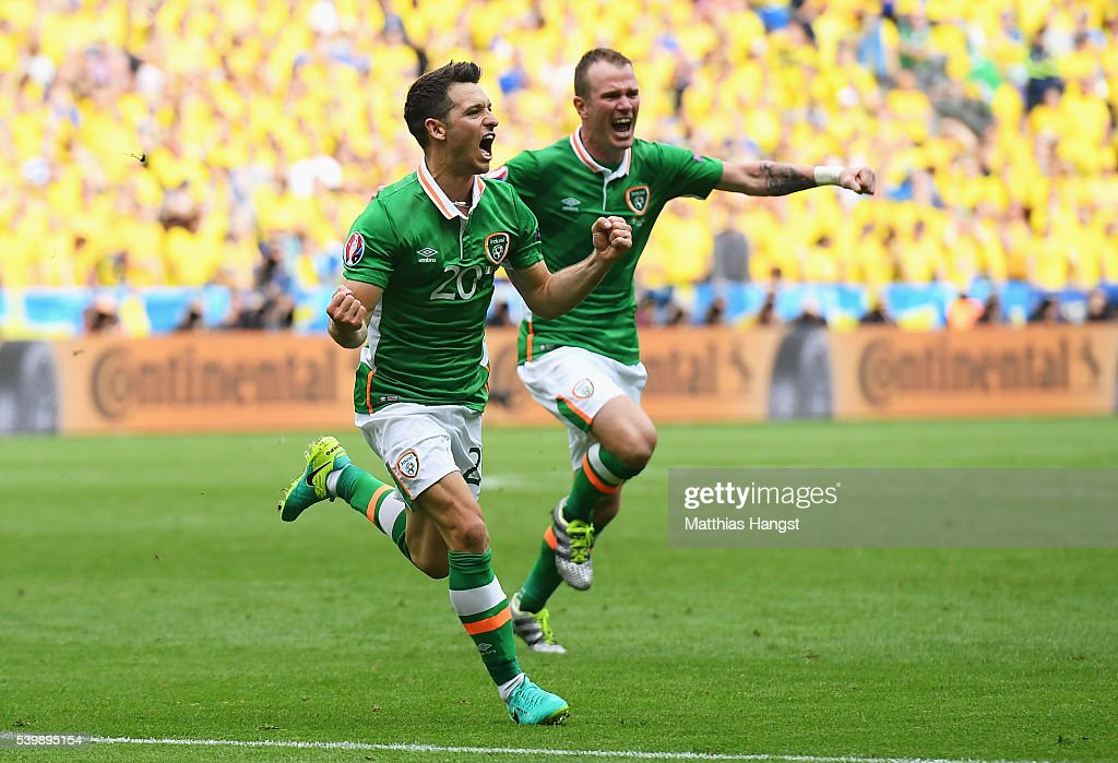 Wes Hoolahan of Republic of Ireland celebrates scoring his team's first goal with his team mate Glenn Whelan during the UEFA EURO 2016 Group E match...