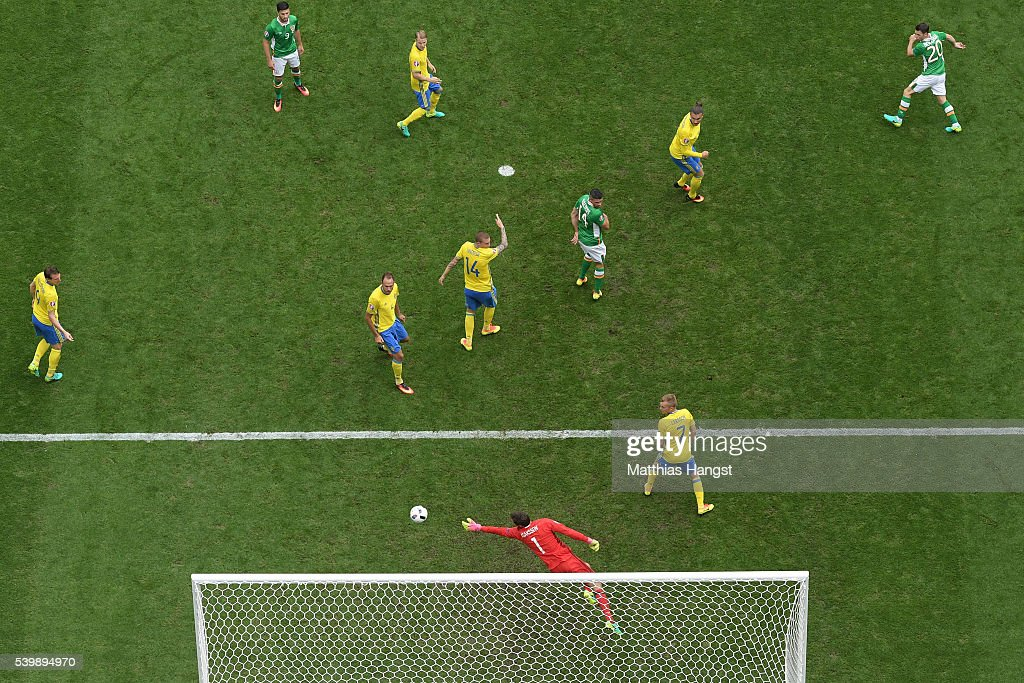 Wes Hoolahan of Republic of Ireland scores his team's first goal past Andreas Isaksson of Sweden during the UEFA EURO 2016 Group E match between...