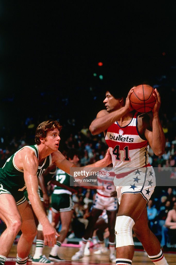 <a gi-track='captionPersonalityLinkClicked' href=/galleries/search?phrase=Wes+Unseld&family=editorial&specificpeople=212864 ng-click='$event.stopPropagation()'>Wes Unseld</a> #41 of the Washington Bullets drives against Dave Cowens of the Boston Celtics during a game played in 1976 at the Capitol Center in Landover, Maryland.