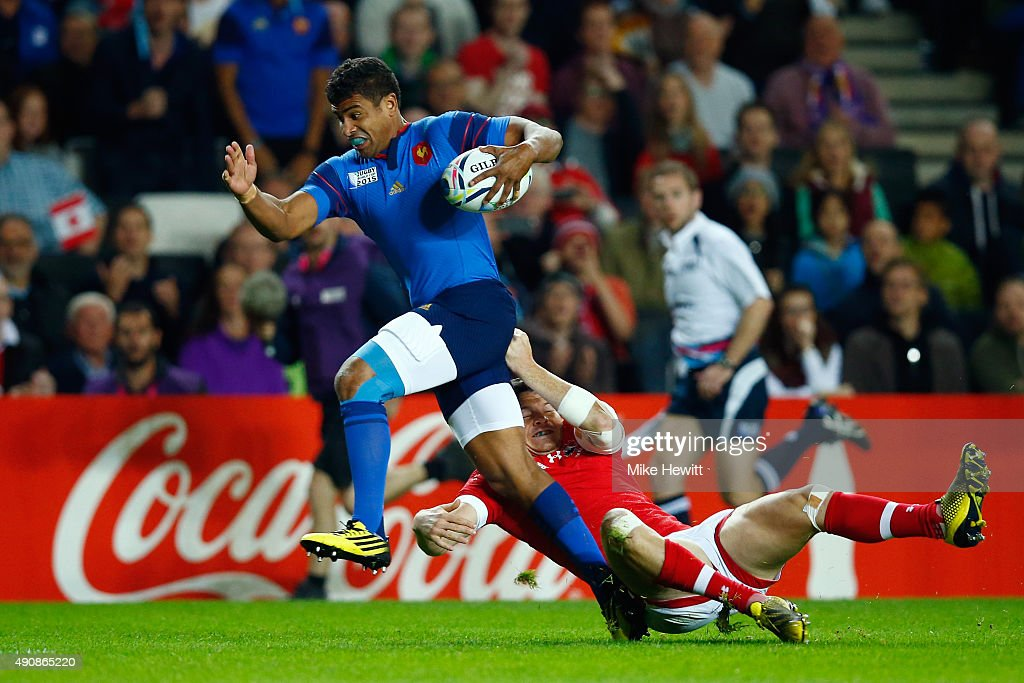 Wesley Fofana of France breaks through the Canada defence to score his team's opening try during the 2015 Rugby World Cup Pool D match between France and Canada at Stadium mk on October 1, 2015 in Milton Keynes, United Kingdom.
