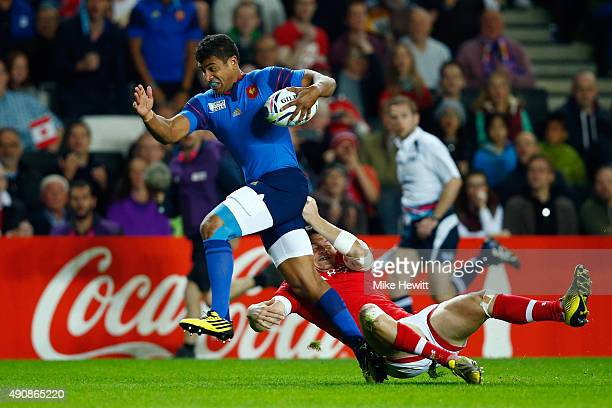 Wesley Fofana of France breaks through the Canada defence to score his team's opening try during the 2015 Rugby World Cup Pool D match between France...