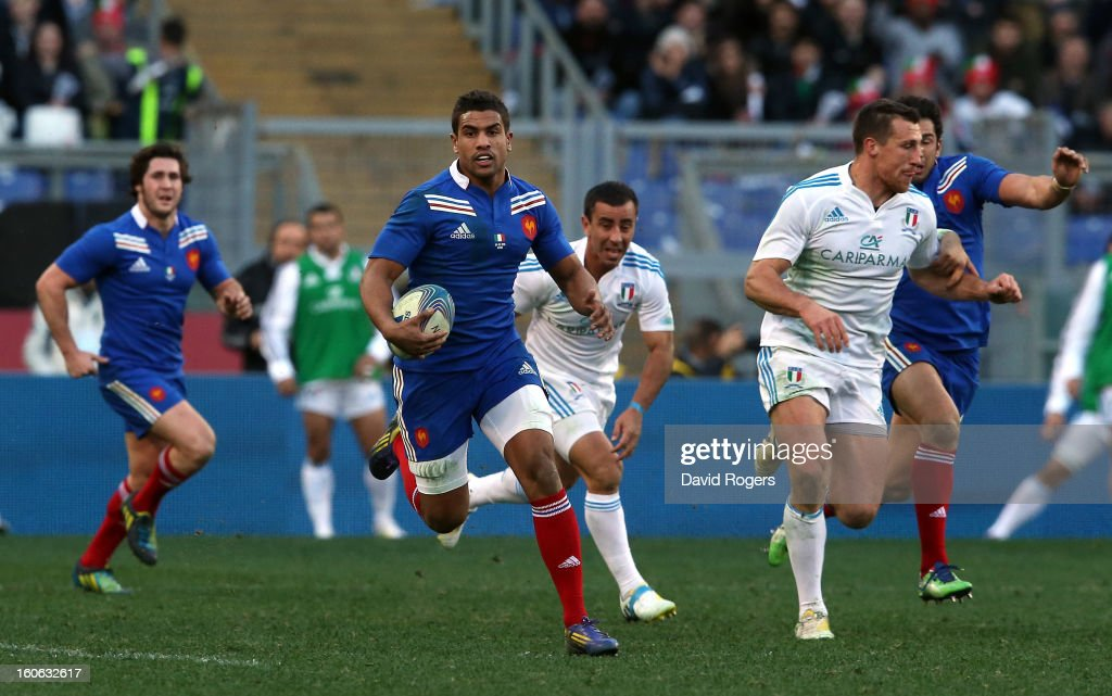 Wesley Fofana of France breaks with the ball during the RBS Six Nations match between Italy and France at Stadio Olimpico on February 3, 2013 in Rome, Italy.