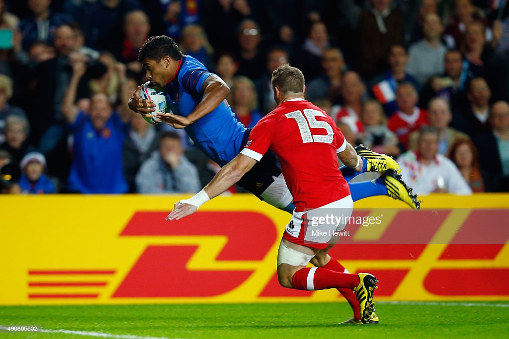 Wesley Fofana of France dives over to score his team's opening try during the 2015 Rugby World Cup Pool D match between France and Canada at Stadium mk on October 1, 2015 in Milton Keynes, United Kingdom.