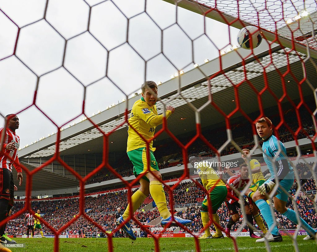 Wesley Hoolahan of Norwich scores to make it 1-0 during the Barclays Premier League match between Sunderland and Norwich City at the Stadium of Light on March 17, 2013 in Sunderland, England.
