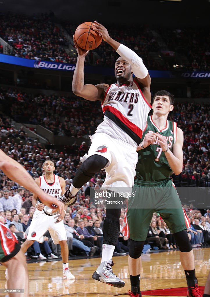 Wesley Matthews #2 of the Portland Trail Blazers drives to the basket against the Milwaukee Bucks on March 18, 2014 at the Moda Center Arena in Portland, Oregon.