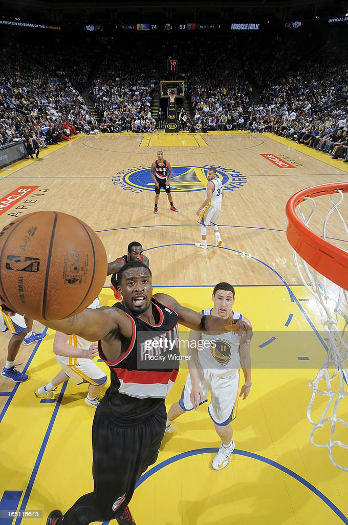 Wesley Matthews #2 of the Portland Trail Blazers shoots a layup against Klay Thompson #11 of the Golden State Warriors on March 30, 2013 at Oracle Arena in Oakland, California.
