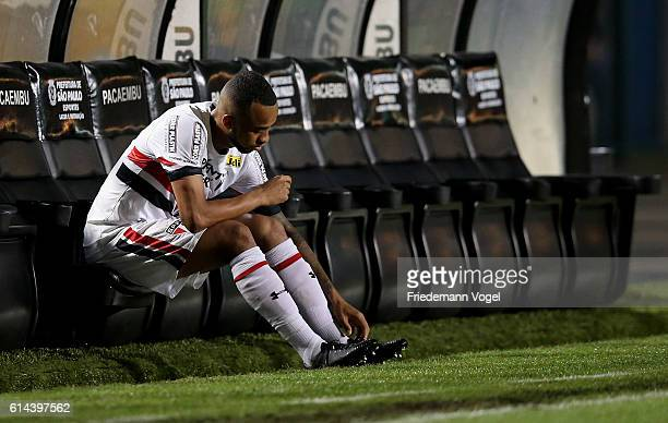 Wesley of Sao Paulo looks on during the match between Sao Paulo and Santos for the Brazilian Series A 2016 at Pacaembu Stadium on October 13 2016 in...