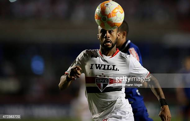 Wesley of Sao Paulo runs with the ball during a first leg match between between Sao Paulo and Cruzeiro as part of round of sixteen of Copa...