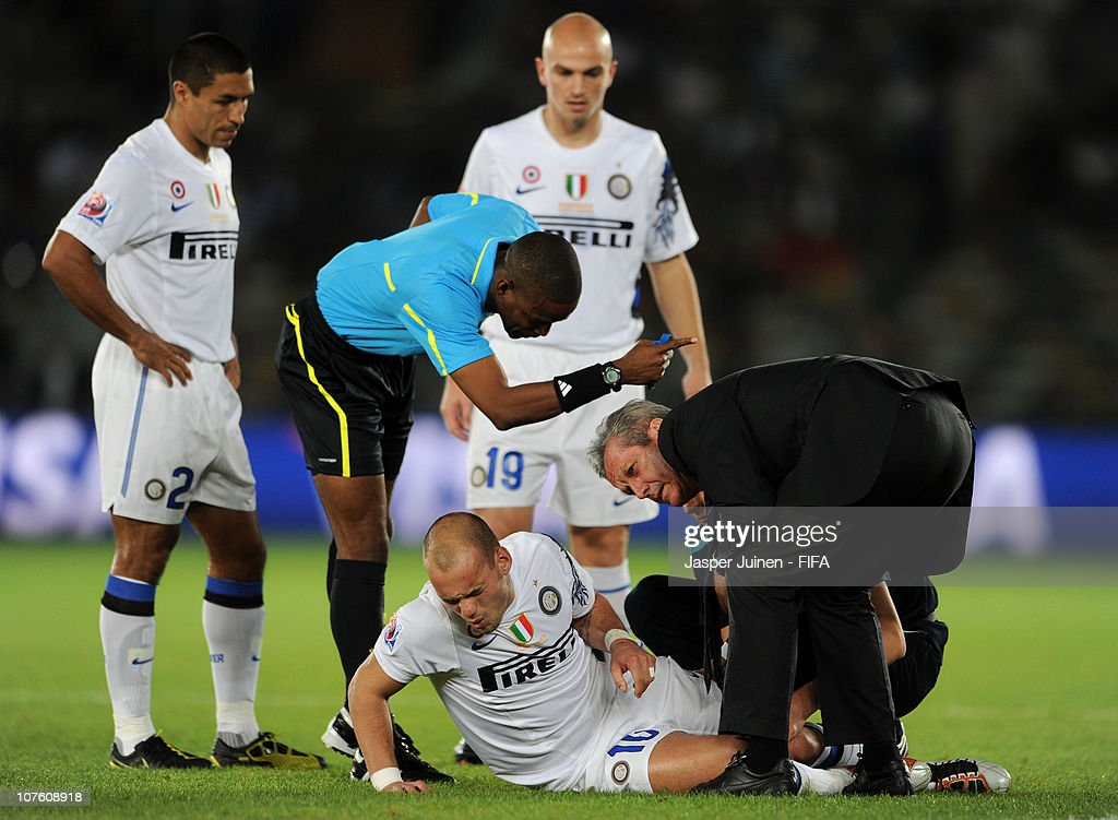 Wesley Sneijder (C) of FC Internazionale Milano grimaces as he is being treated for injury, shortly before abandoning the game during the FIFA Club World Cup semi final match between Seongnam Ilhwa Chunma FC and Inter Milan at Zayed Sports City on December 15, 2010 in Abu Dhabi, United Arab Emirates.