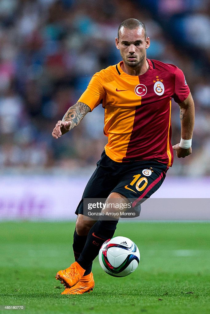 <a gi-track='captionPersonalityLinkClicked' href=/galleries/search?phrase=Wesley+Sneijder&family=editorial&specificpeople=538145 ng-click='$event.stopPropagation()'>Wesley Sneijder</a> of Galatasaray AS controls the ball during the Santiago Bernabeu Trophy match between Real Madrid CF and Galatasaray at Estadio Santiago Bernabeu on August 18, 2015 in Madrid, Spain.