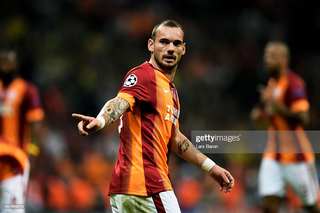 <a gi-track='captionPersonalityLinkClicked' href=/galleries/search?phrase=Wesley+Sneijder&family=editorial&specificpeople=538145 ng-click='$event.stopPropagation()'>Wesley Sneijder</a> of Galatasaray gestures during UEFA Champions League Group D match between Galatasaray and Borussia Dortmund at Turk Telekom Arena on October 22, 2014 in Istanbul, Turkey.