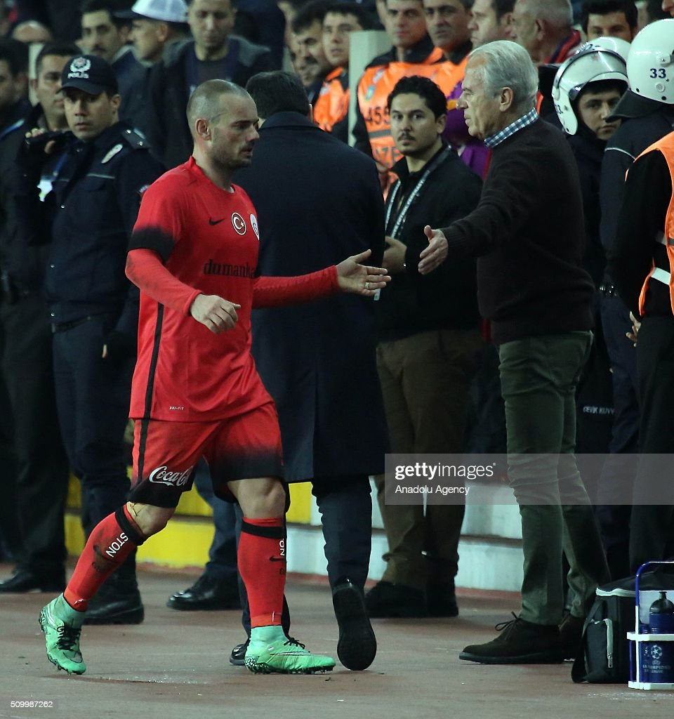Wesley Sneijder (L) of Galatasaray is seen after the Turkish Spor Toto Super Lig football match between Mersin Idmanyurdu and Galatasaray at Mersin Stadium in Mersin, Turkey on February 13, 2016.