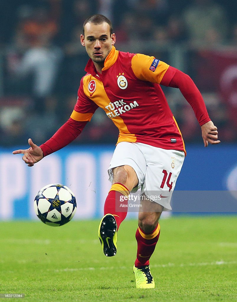 Wesley Sneijder of Galatasaray passes the ball during the UEFA Champions League Round of 16 first leg match between Galatasaray and FC Schalke 04 at the Turk Telekom Arena on February 20, 2013 in Istanbul, Turkey.