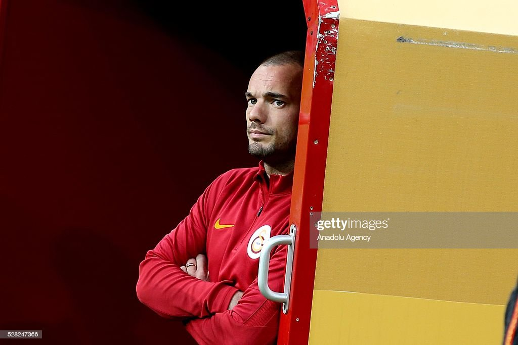 Wesley Sneijder of Galatasaray waits in the bench during the during Ziraat Turkish Cup Semi Final second leg football match between Galatasaray and Caykur Rize Spor at Turk Telekom Arena in Istanbul, Turkey on May 4, 2016.