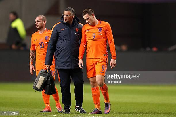 Wesley Sneijder of Holland care taker Ricardo de Sanders of Holland Vincent Janssen of Hollandduring the friendly match between Netherlands and...