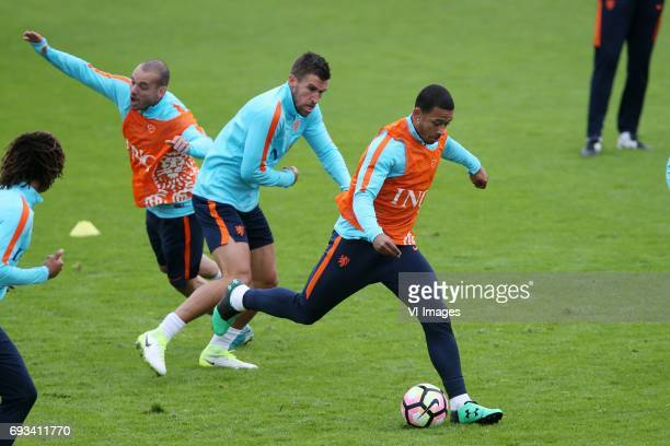 Wesley Sneijder of Holland Kevin Strootman of Holland Memphis Depay of Hollandduring a training session prior to the FIFA World Cup 2018 qualifying...