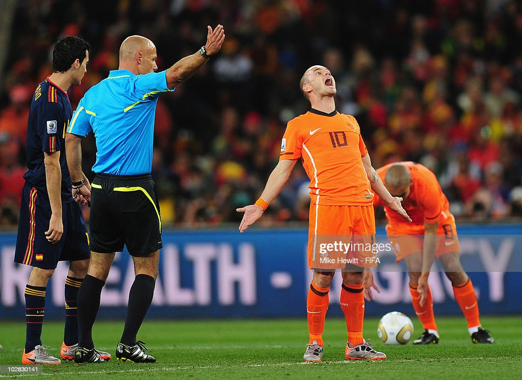 <a gi-track='captionPersonalityLinkClicked' href=/galleries/search?phrase=Wesley+Sneijder&family=editorial&specificpeople=538145 ng-click='$event.stopPropagation()'>Wesley Sneijder</a> of Netherlands reacts to a decision by referee <a gi-track='captionPersonalityLinkClicked' href=/galleries/search?phrase=Howard+Webb&family=editorial&specificpeople=647148 ng-click='$event.stopPropagation()'>Howard Webb</a> of Englandduring the 2010 FIFA World Cup South Africa Final match between Netherlands and Spain at Soccer City Stadium on July 11, 2010 in Johannesburg, South Africa.