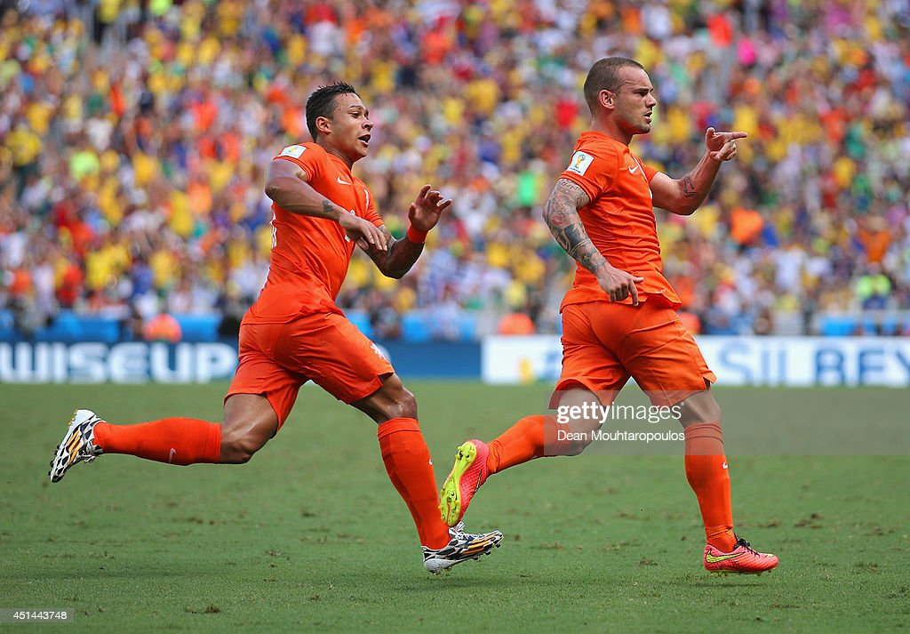 <a gi-track='captionPersonalityLinkClicked' href=/galleries/search?phrase=Wesley+Sneijder&family=editorial&specificpeople=538145 ng-click='$event.stopPropagation()'>Wesley Sneijder</a> of the Netherlands (R) celebrates scoring his team's first goal with <a gi-track='captionPersonalityLinkClicked' href=/galleries/search?phrase=Memphis+Depay&family=editorial&specificpeople=7189987 ng-click='$event.stopPropagation()'>Memphis Depay</a> during the 2014 FIFA World Cup Brazil Round of 16 match between Netherlands and Mexico at Castelao on June 29, 2014 in Fortaleza, Brazil.