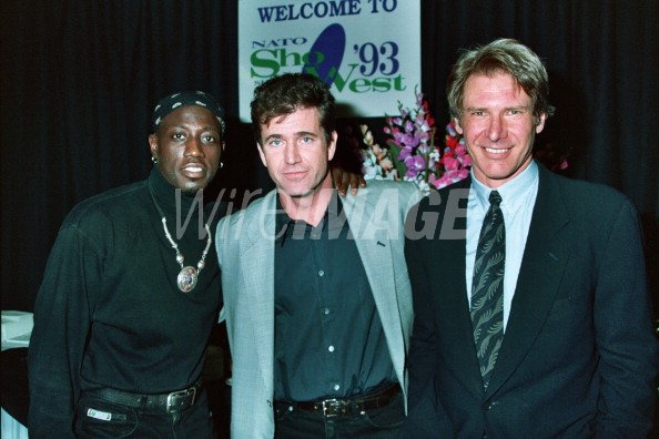 ¿Cuánto mide Mel Gibson? - Real height Wesley-snipes-mel-gibson-and-harrison-ford-during-1993-showest-in-las-picture-id111175188?s=594x594&w=125